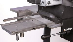 The guide rails make handling the AutoCUT 500 especially simple and secure. The milling angle can be continuously adjusted from 15 to 60°.